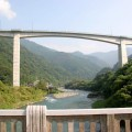 頭地地区の水没予定地の橋より。代替地はずっと上にあり川まで心的な距離がかなりある。