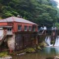 小鶴地区あたりのチッソの発電所が風景をなしている。発電所の近くは村でも明かりが電灯になるのが早かったそう。